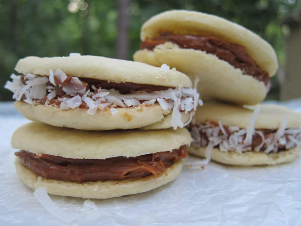 Here's how to make South American alfajores (dulce de leche cookies)! | International Desserts Blog