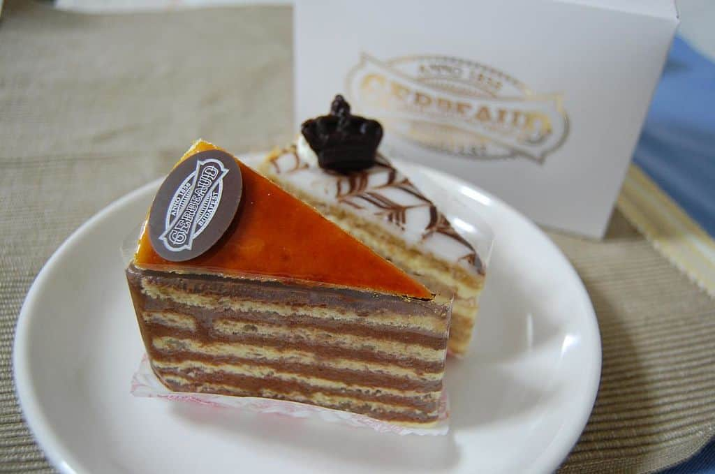 Where to find the BEST cafes, cakes, and sweets in Budapest, Hungary!